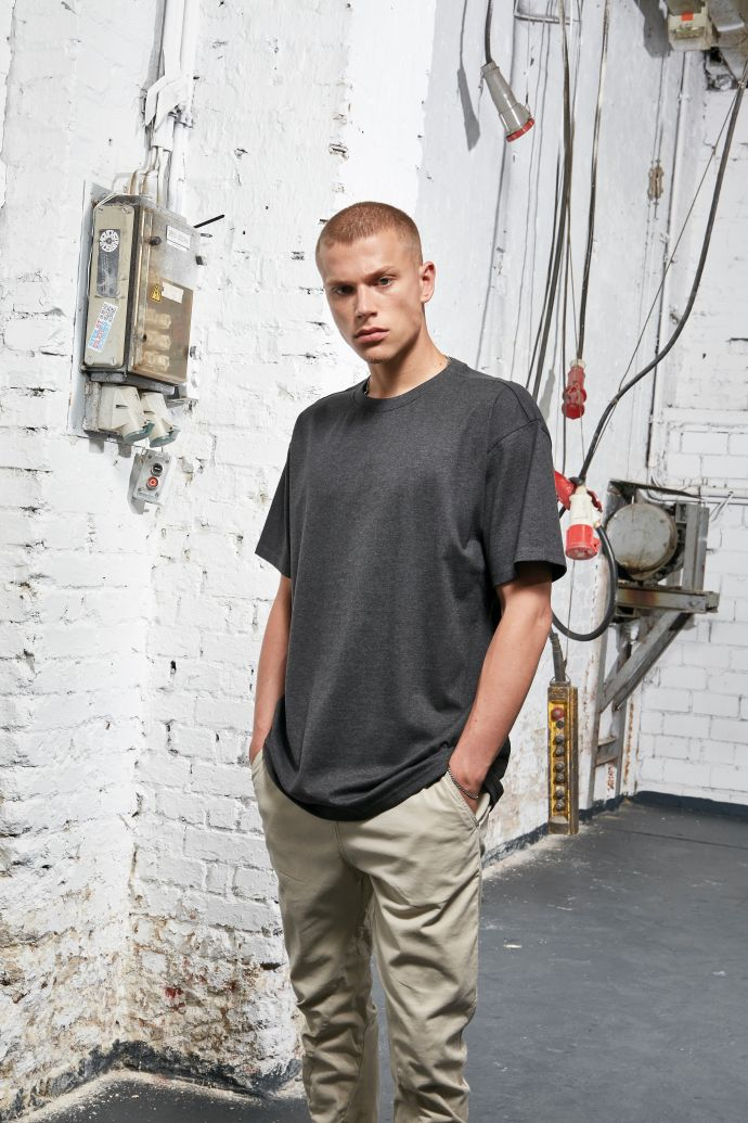 BUILD YOUR BRAND Heavy Oversized Tee Artikel BY102